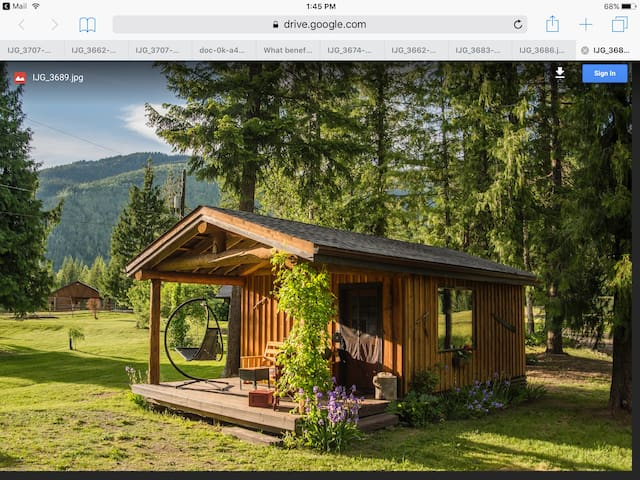 Canada British Columbia North Shuswap. Cozy Cabin