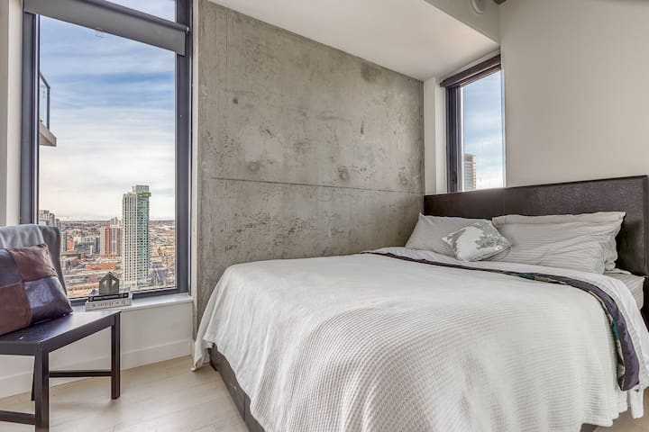 Ultra Modern Suite In The Heart Of Downtown