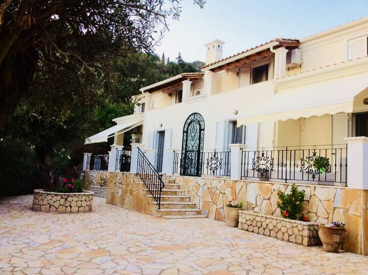 Villa Ampelaki (30 metres to the beach)