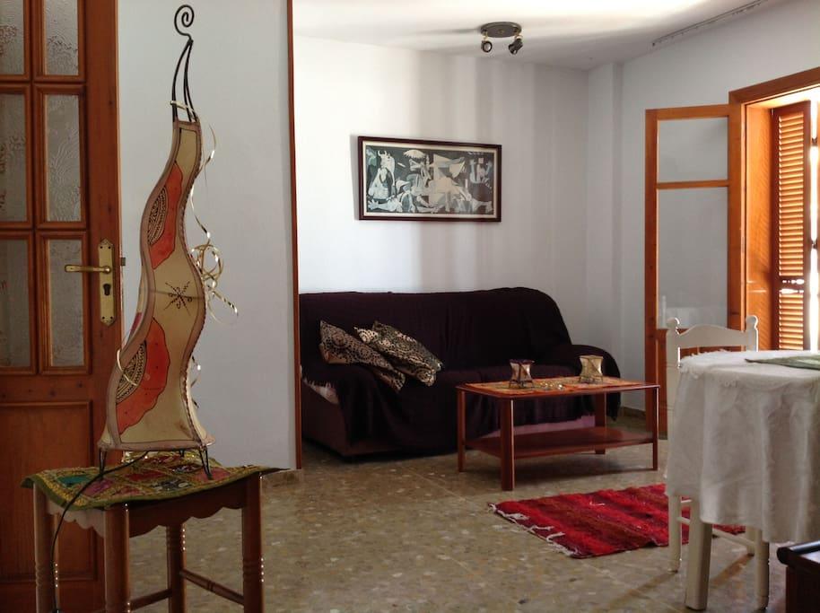 Living/'tapa' room with balcony