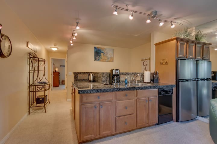 Fully stocked Kitchenette with dishwasher, fridge, microwave, coffee maker (& coffee), hot water kettle (& tea), dining & drink ware, cooking utensils, & 2 burner hot plate.