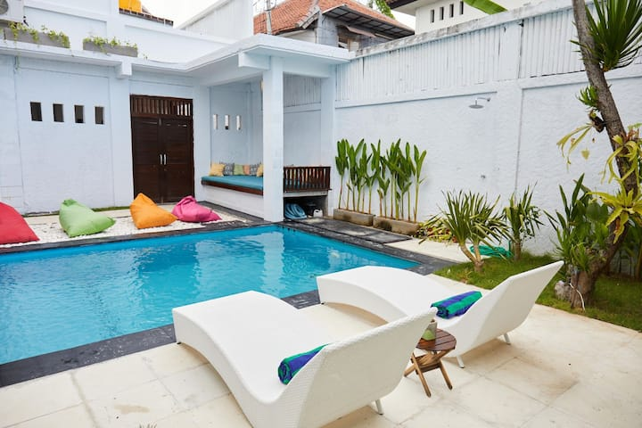 5 Bed Luxury Villa 2 Minutes To Beach Room 1