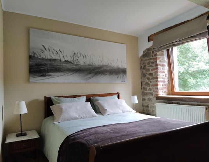 Chambre privée dans une maison agréable et calme