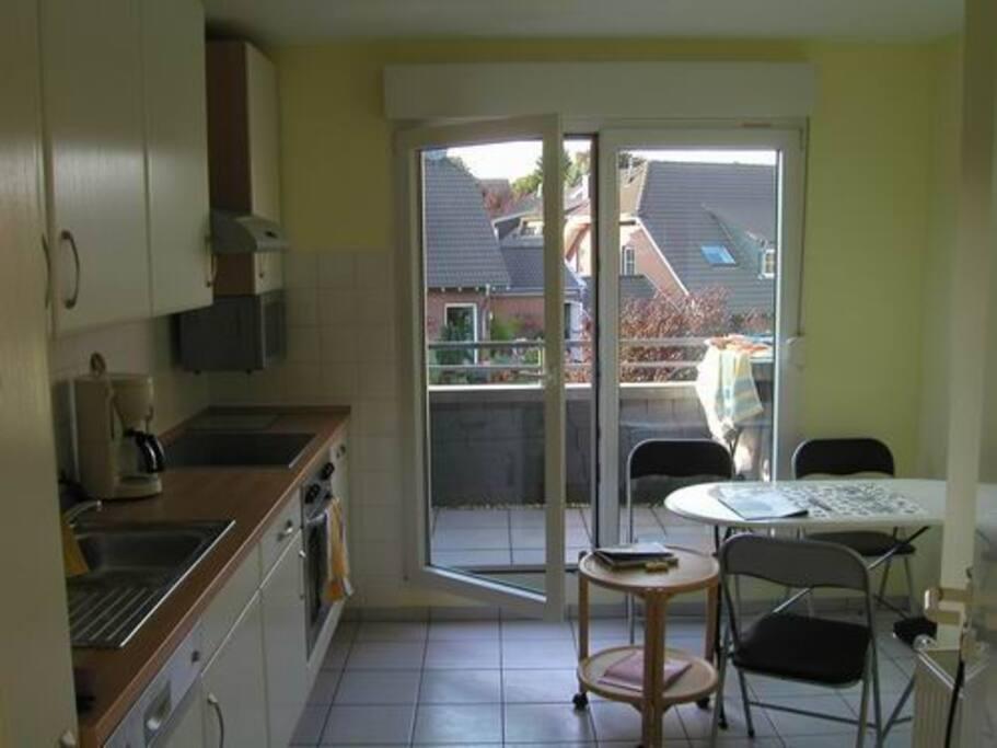 sep. Küche, mit Mikrowelle, E-Herd, Spülmaschine, Kühlschrank
