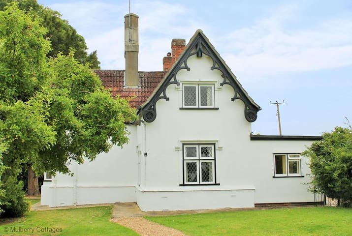 Crest Lodge 3 bedroom charming countryside cottage - Essex - Huis