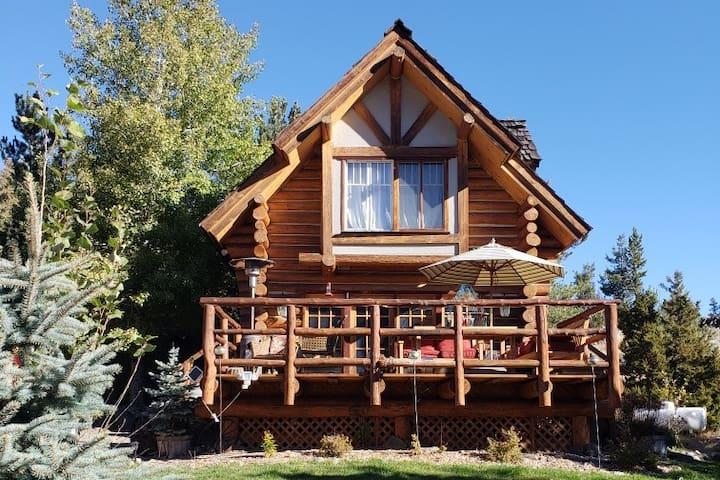 Cozy Paradise Valley Cabin