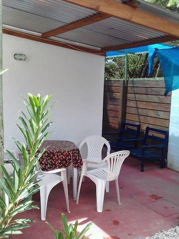 Cómodo bungalows para 2 personas. Cerca del Mar - Costa Azul - Haus