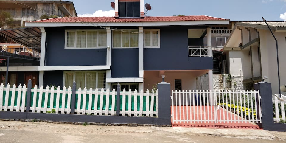 Tiger Hill Home stay-Couple Villa with Common Hall