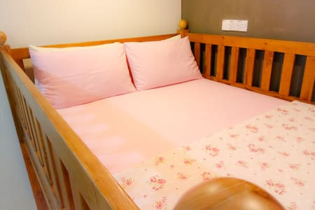 Room #3★Heritage House - Loft Bed★Free Wifi★AC
