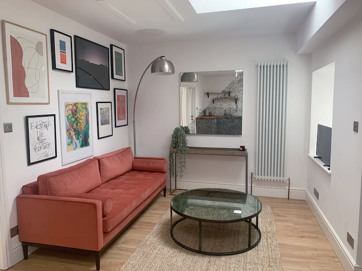 Beautiful & fully equipped flat in heart of Frome
