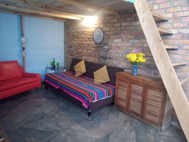 Sala, donde en caso de un tercer huésped puede ser acomodado.