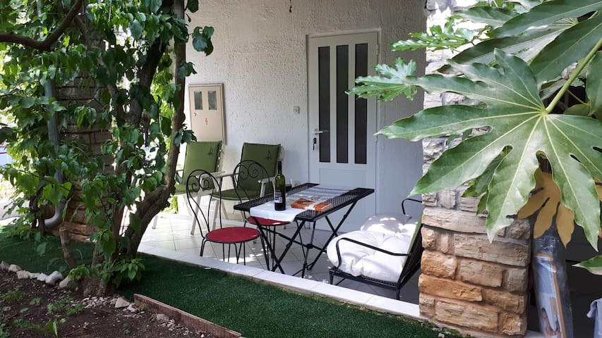 One bedroom apartment with terrace Petrčane, Zadar (A-16828-c)