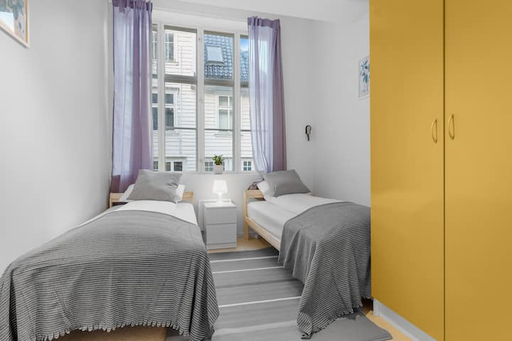 Private twin room next to Fish Market and Bryggen