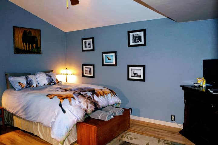 Fishers & Hunters Escape Ranch - Bedroom #1 of 2