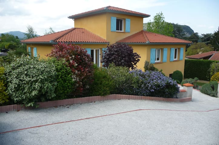 Pavillon tout confort sur les hauteurs de FOIX - Foix - House