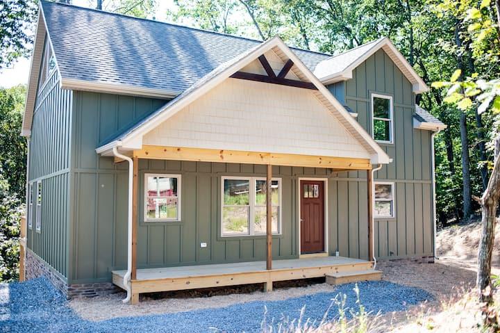 Brand new home in Massanutten & dog friendly!