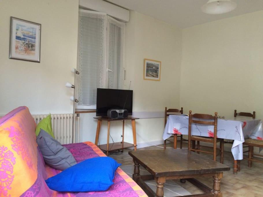 appartement en rez de chauss e appartements louer le monastier sur gazeille auvergne. Black Bedroom Furniture Sets. Home Design Ideas