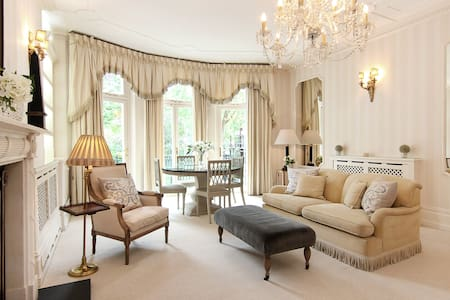 Classic Knightsbridge Studio with Free WiFi - London - Apartment