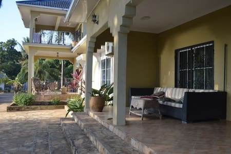 Beautiful Beach House Right by Airport - Cidade de Zanzibar - Casa