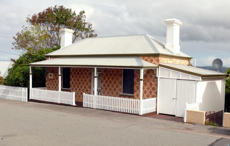 Heritage Cottage - Central Albany
