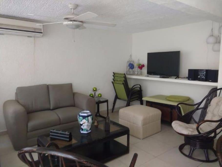 Sala con sofa 2 plazas , sofa 3 plazas y 2 sillones de descanso