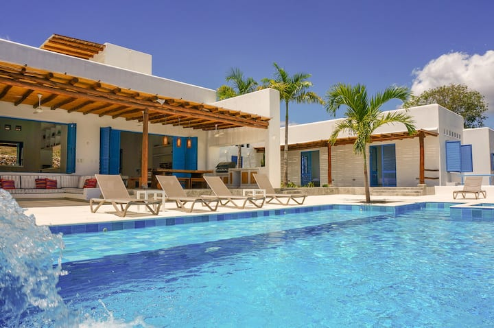 Amazing New Luxury Villa in Anapoima!