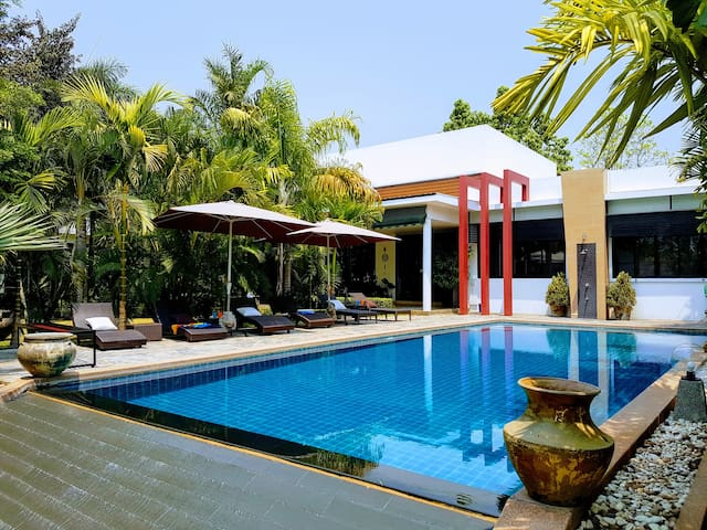 Luxury villa with infinity pool and maid service