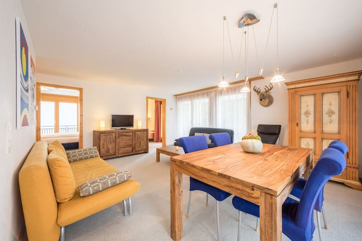 Great 2BR apartment really close to the valley station in Laax (Val Mulin 8G)