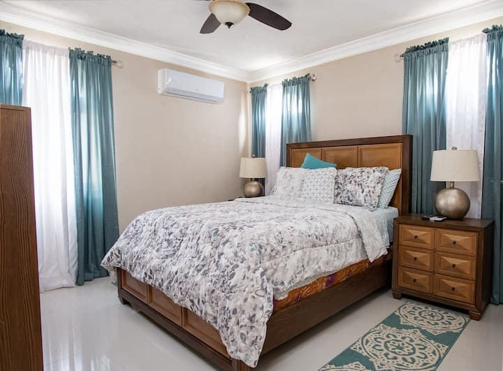 St James 3 bed townhouse..LONG STAY GUESTS