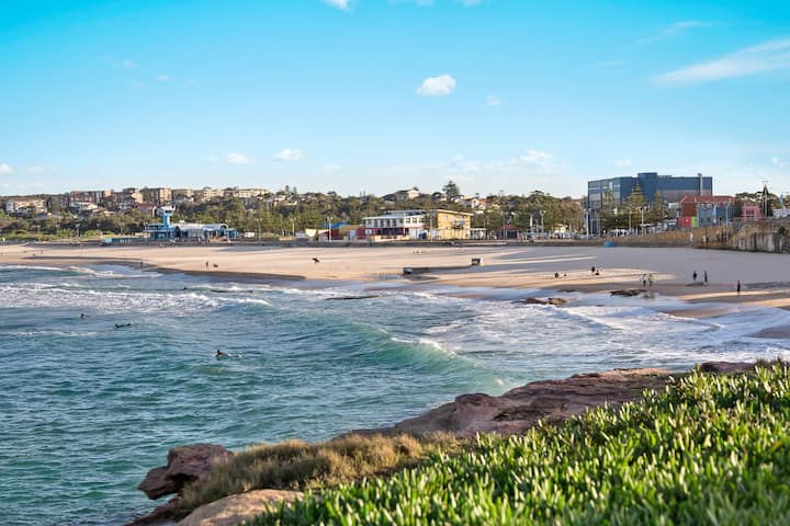 Maroubra Beach - Stylish  2 Beds, walk to beach