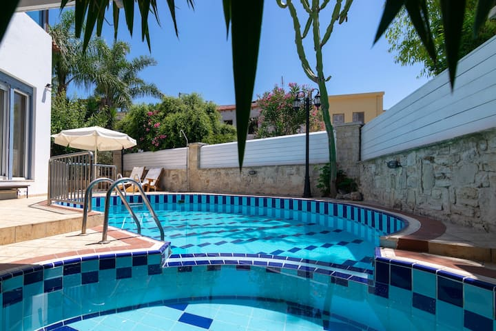 Large villa,Fantastic views,Private pool,Near tavern,Picturesque village