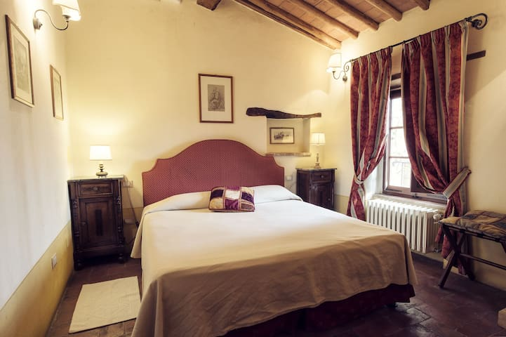 Casa Torre - Montebenichi - Bed & Breakfast