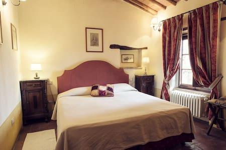 Casa Torre - Montebenichi - Bed & Breakfast