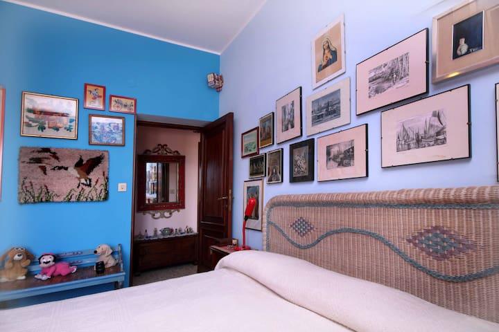 Camera letto triplo con balcone vista mare