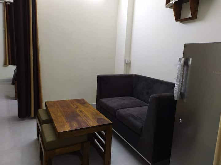1 Bedroom| 1 Bath | Kitchen | Elevator|