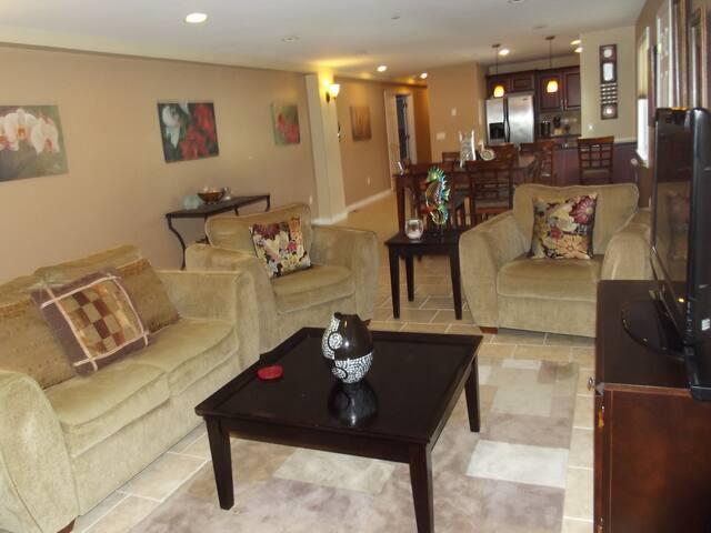 Beautiful 3 Bedroom 2 Bath 1500 SF Great Location! - Seaside Heights - Condominium