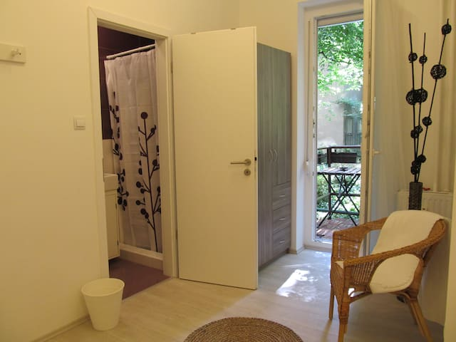 Room with balcony in city center - Budapest - Wohnung
