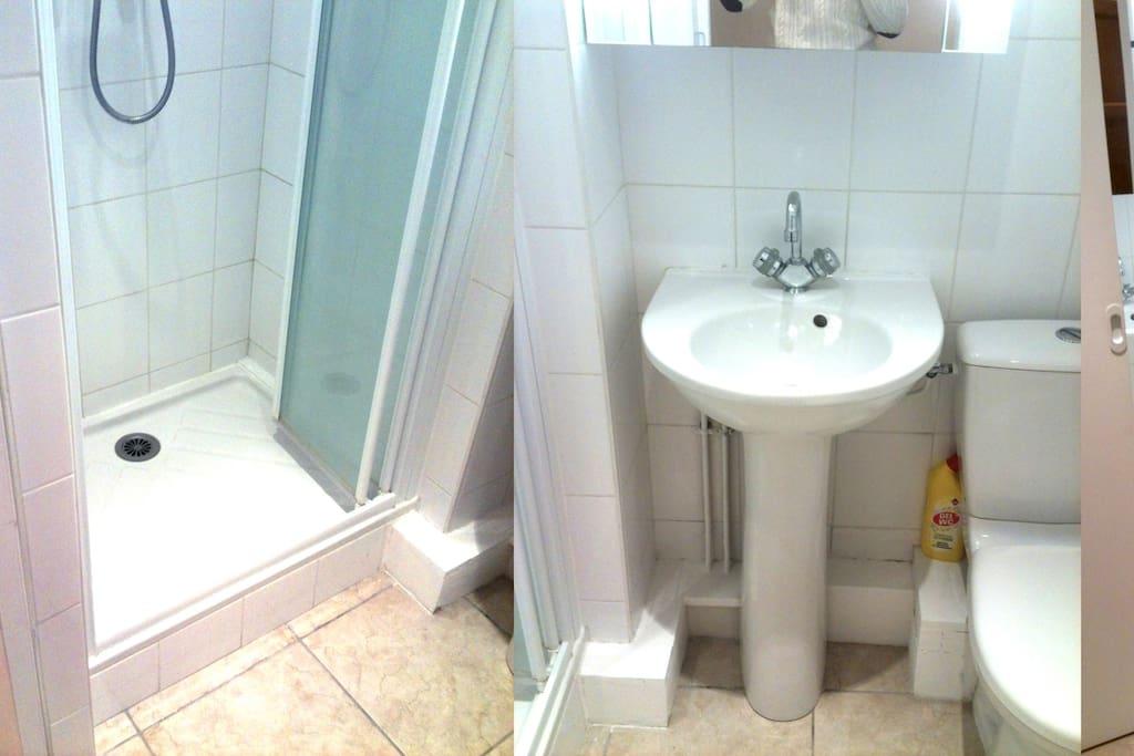Salle d'eau très propre et fonctionnelle / produits soins et entretient