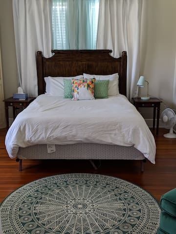 Guest Room- Quick Access to Everything in CenTX!