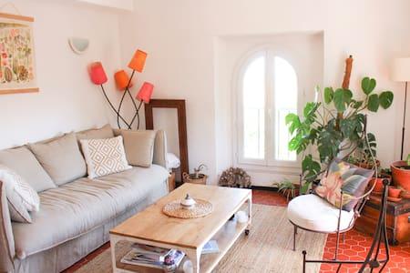 Appartement avec charme et vue sur les collines