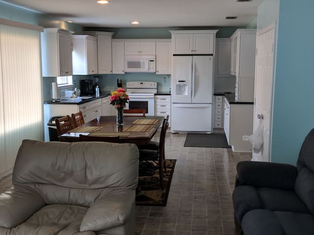Spacious 3 Bdr House, TDY Per Diem Rates Accepted