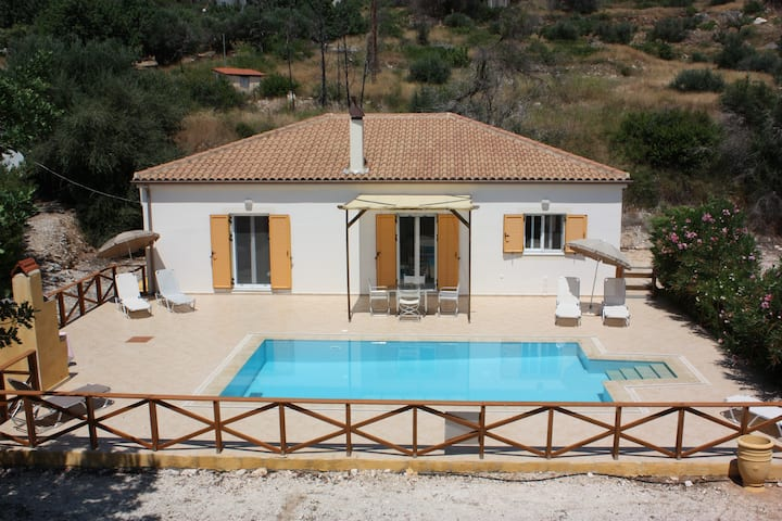 Villa Kokili lourdata Kefalonia with private pool