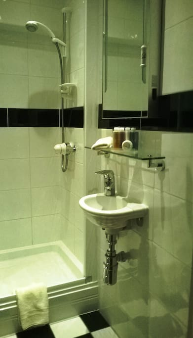 private shower rooom