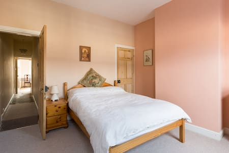 Comfortable double room in peaceful Earlsdon home - Coventry