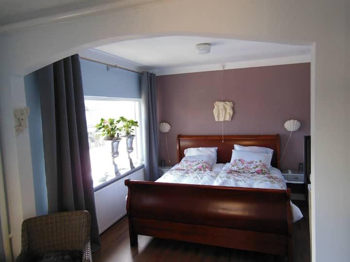Luxe kamer met gratis parkeerplaats  (Strand 150m)