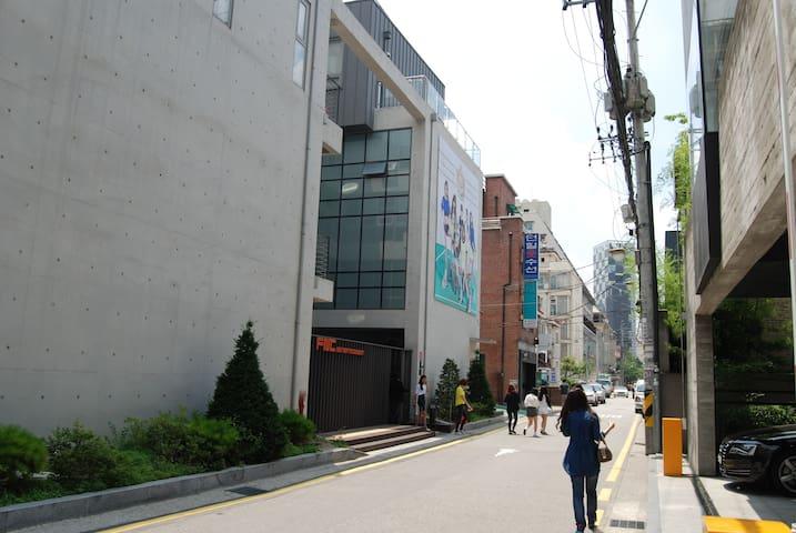 k-pop center 청담_SM/JYP & FNC just next door.mu:a!!