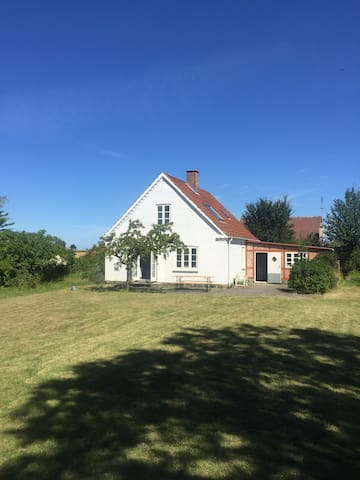 Bright house in the countryside - Horslunde - House