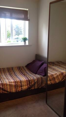 Cosy bedroom with free parking - Manchester - Lägenhet