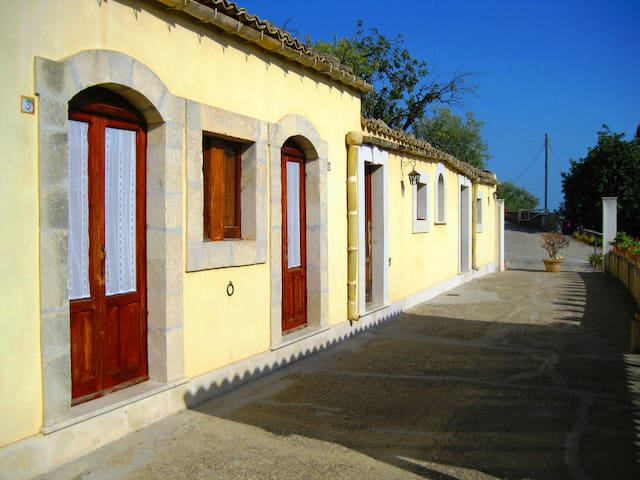 la Suma Sumalia - Country House - Noto