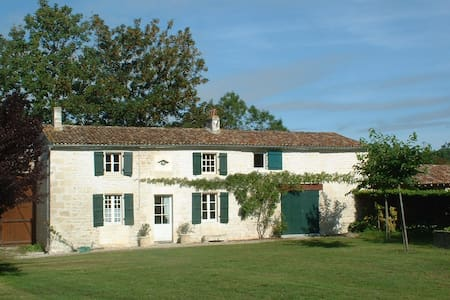 River Cottage Be part of a 17th c. estate - Chaniers